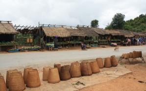 Marché village Laos
